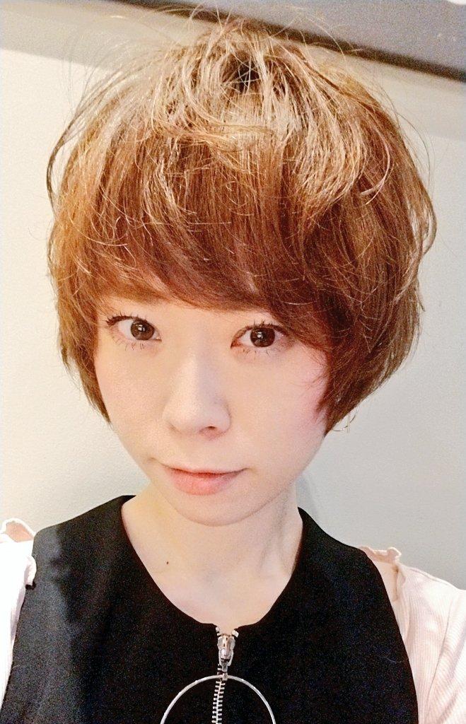 髪を切って、かなりイメチェンいたしましたっ!!!